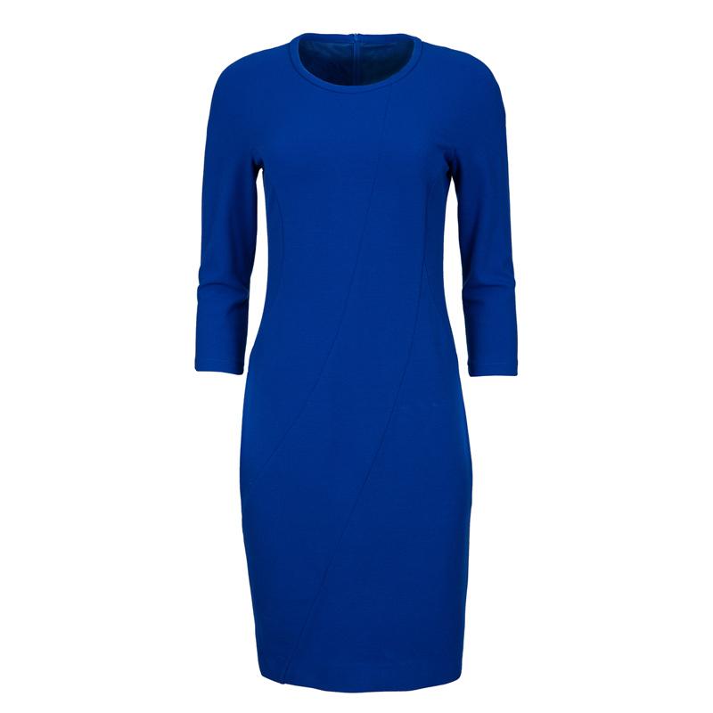 Ein Kleid - Viele Möglichkeiten. Dieses Must-have von Riani könnt ihr mit verschiedenen Schuhe und Acceesoires als Daydress oder Abend-Outfit stylen. Damit spart ihr Platz im Gepäck.